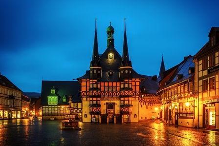 Wernigeröder Rathaus bei Nacht