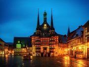 Rathaus in Wernigerode mit Beleuchtung