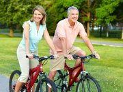 Pärchen beim Rad fahren