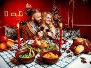 glückliches Weihnachtsessen
